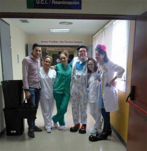 Nuestros payasos de hospital con el equipo de REA del Hospital Santa Bárbara
